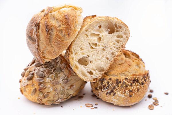 4 bucăți de paine din maia cu seminte