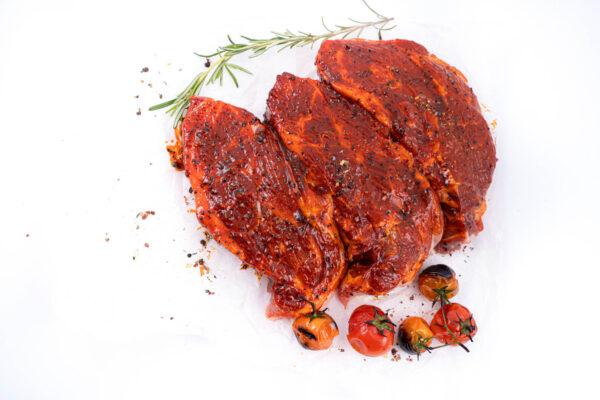 ceafa de porc marinata in sos alabama-crud cu 5 rosii mici copate in partea de jos